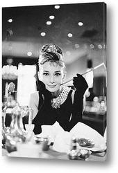 Постер Одри Хепбёрн в<Завтрак у Тиффани>.